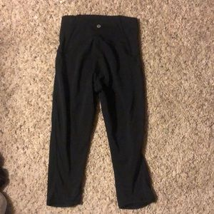 LULU LEMON CROPPED BLACK LEGGINGS